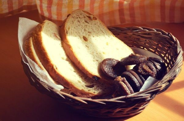 Country Fig bread and dry fuits_high_res